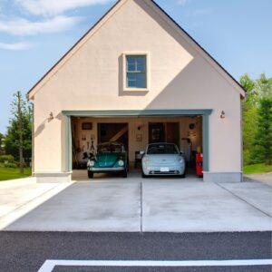 フレンチスタイルのガレージハウス